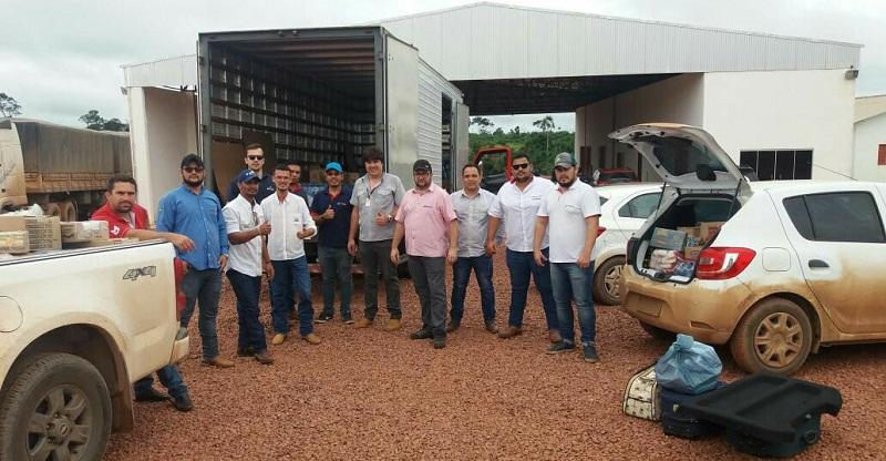 Equipe que esta em Novo Progresso com uma camionete e cinco veículos menores para distribuir os alimentos (Foto Claudinho Leite)
