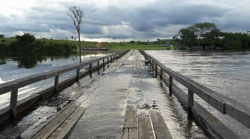Rio Jamanxim passa por cima da ponte em Alvorada Amazonia(Foto WhatsApp)