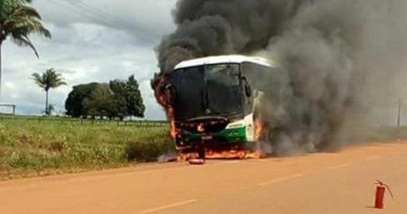 Ônibus da Verde Transportes que saiu de Juara com destino a Sinop pega fogo em Tabaporã