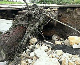 Pontilhão destruído pela enxurrada em Castelo de Sonhos (Foto WhatsApp)