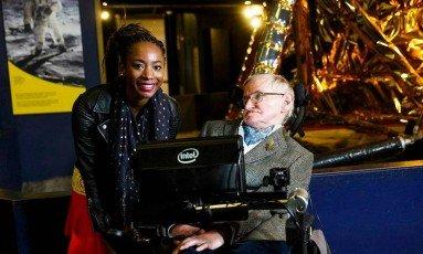 O físico Stephen Hawking sofre de esclerose lateral amiotrófica Foto: Lucas Jackson / REUTERS