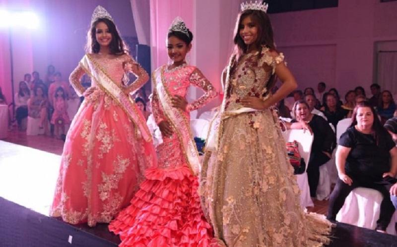 Raiane (a direita da foto) campeã do Concurso Miss das Américas Internacional Foto: Arquivo pessoal