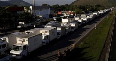 Greve de caminhoneiros gera desabastecimento pelo Brasil