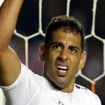 'Estou aprendendo a ser um camisa 9', diz Diego Souza
