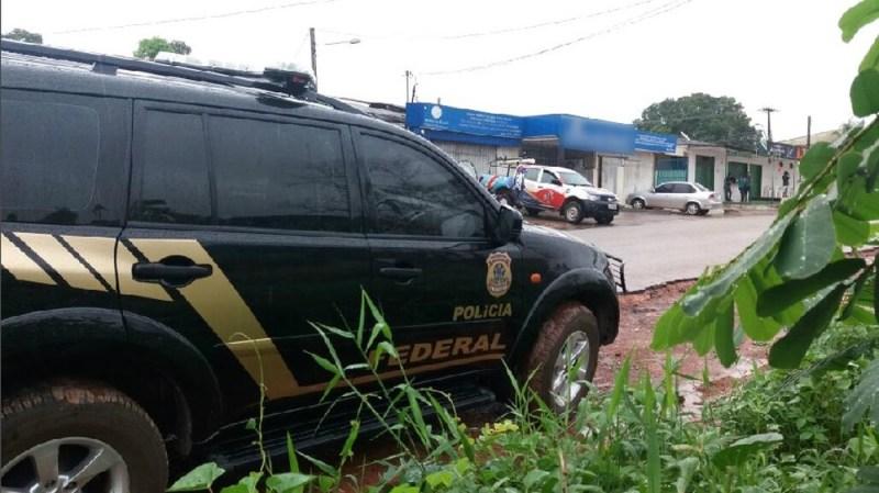 PF cumprindo mandado numa empresa em Macapá (Foto: Jorge Abreu/G1)