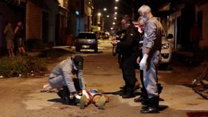 Belém, Pará, Brasil, polícia. Vítima não foi identificada, morto com 6 tiros por motoqueiro na Rua Esperantista no bairro sideral, Belém. 18-05-2018. Foto: Wagner Almeida / Diário do Pará.
