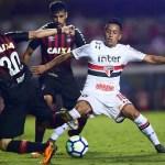 São Paulo goleia Vitória e se mantém no G4 do Brasileirão