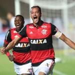 Flamengo bate o Botafogo e mantém liderança do Brasileiro