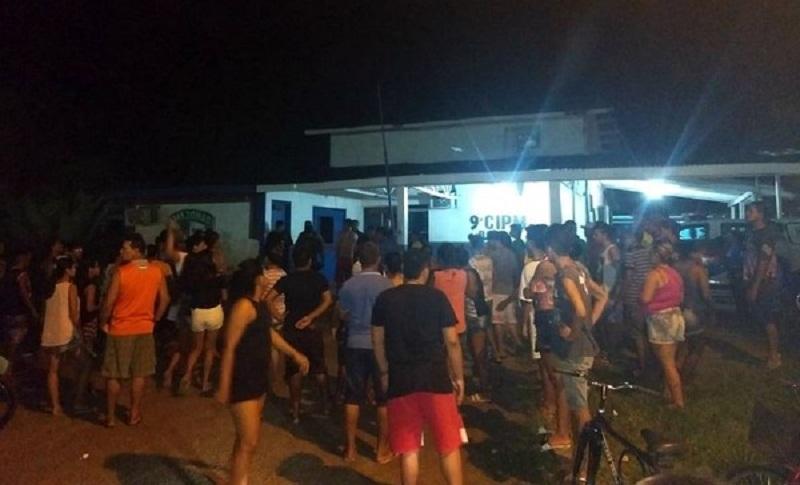 Populares invadiram o quartel da Polícia Militar no município de Borba (Foto: Internet)