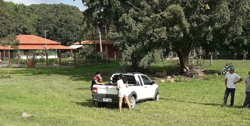 Segunda caminhonete envolvida no acidente com um ônibus na BR-163 em Belterra (Foto: Débora Rodrigues/TV Tapajós)