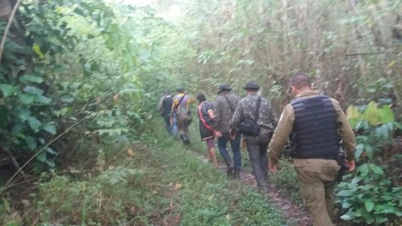 Polícias Militar e Civil se embrenharam nas matas da zona rural de Monte Alegre para prender os suspeitos do cultivo de maconha — Foto: Polícia Militar/Divulgação