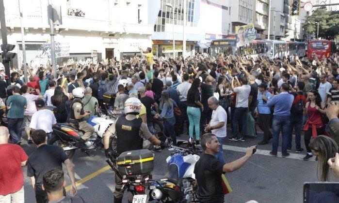 Confusão durante agenda do Bolsonaro em Juiz de Fora - Antonio Scorza / O Globo
