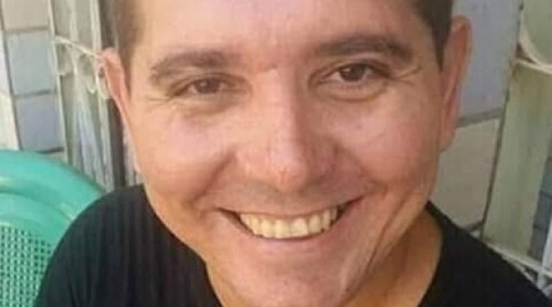 Professor e diretor foi encontrado na própria casa com mãos e pés amarrados — Foto: Reprodução/Redes Sociais