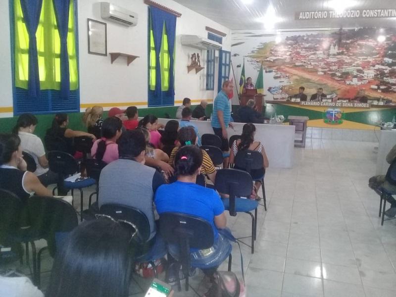 Servidores da educação estiveram na Câmara Municipal de Alenquer para pedir apoio dos vereadores — Foto: Eder Rabelo/Tv Tapajós