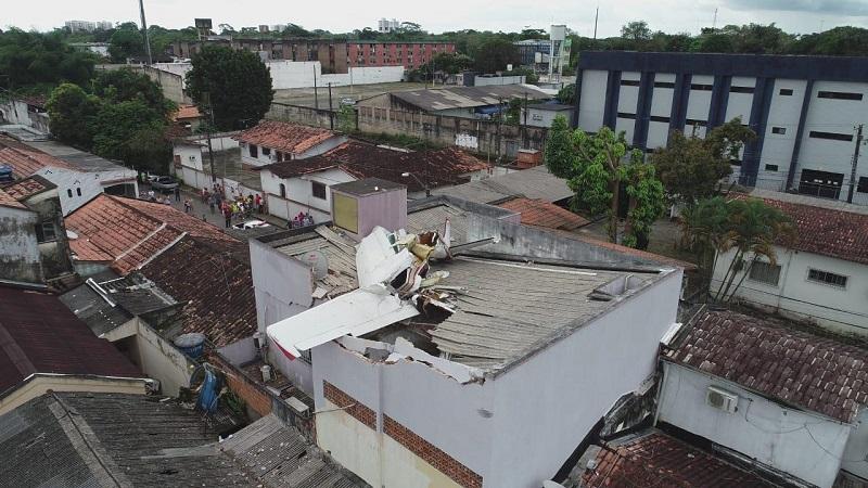 (Foto: Luciano Alma / Especial) Avião cai em residência no bairro do Souza, em Belém — Foto: Drone / Luciano Alma