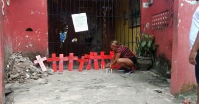 Cruzes com os nomes das vítimas da chacina do Guamá foram colocadas no local do crime. — Foto: Carlos Brito / TV Liberal