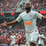 Corinthians supera reservas do Atletico-PR e volta a vencer no Brasileirão