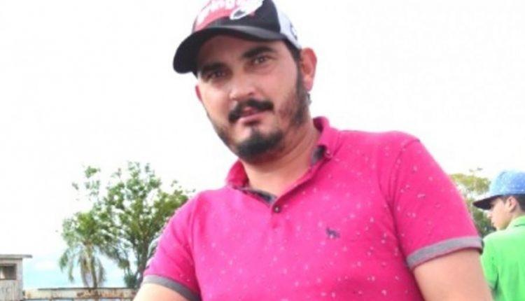 Empresário é morto com tiros nas costas e cabeça enquanto lavava varanda de casa