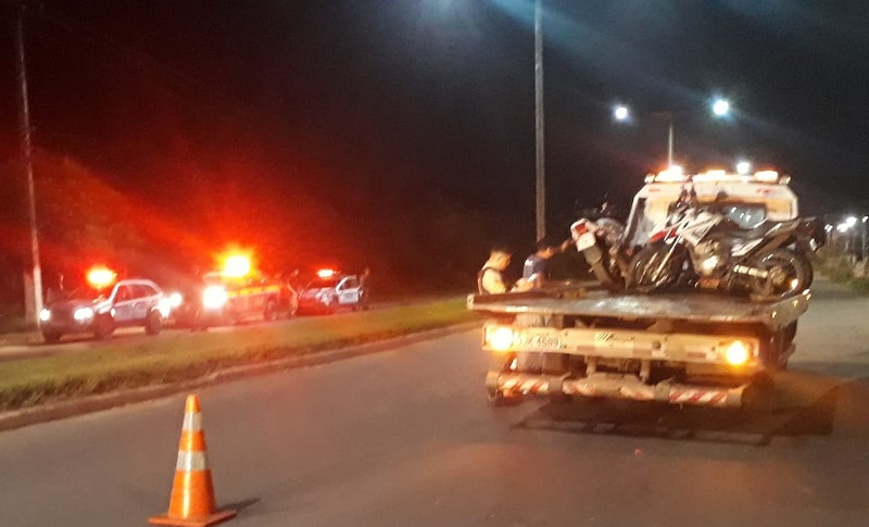 Veículos com documentação atrasada foram apreendidos durante barreira da operação integrada — Foto: Polícia Militar/Divulgação