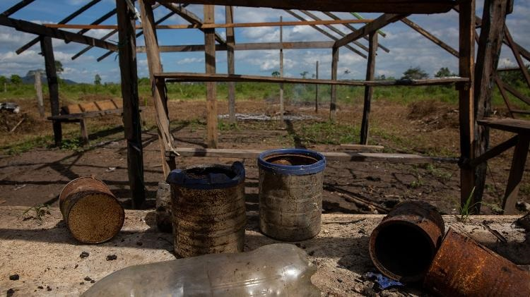 José Cícero da Silva/Agência Pública Detalhes da antiga cozinha do agricultor Gleyçon Barbosa Dorvalino, que teve sua casa incendiada Imagem: José Cícero da Silva/Agência Pública
