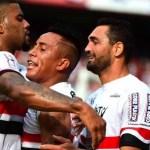 Com 2 gols de Pato, São Paulo vira sobre o Santos e vence 1º clássico no ano