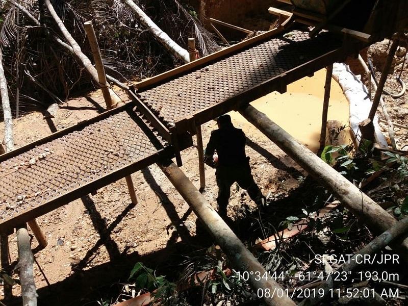 Garimpo já tinha vários equipamentos instalados — Foto: PMA/Divulgação