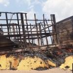Carreta carregada de milho pega fogo parada na Rodovia BR 163