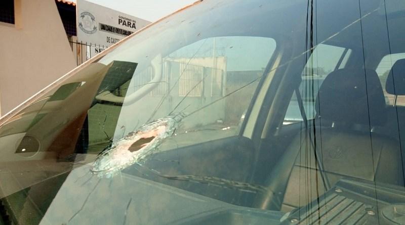 Viatura foi alvejada pro disparo de arma de fogo(Foto:Divulgação Policia Militar)