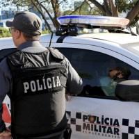 Três PMs são presos suspeitos de darem carona para mulheres em viatura e abandonarem serviço em MT