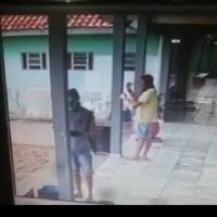 Dois mascarados picharam escola em Novo Progresso - Assista o vídeo;