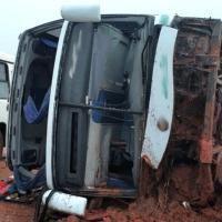Ônibus que seguia para Sinop tomba em rodovia em Nova Mutum e 30 ficam feridos