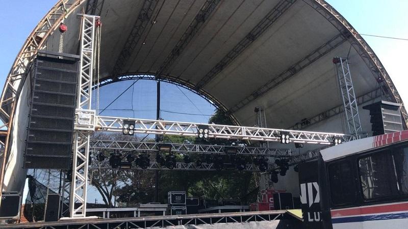 Palco do show em que Juliano Cezar teve um infarto na madrugada desta terça-feira (31), em Uniflor, no norte do Paraná — Foto: Juliane Guzzoni/RPC