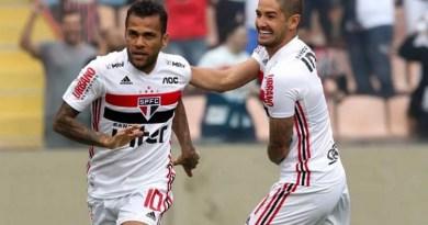 Sao-Paulo-2020-Daniel-Alves-e-Pato-Rubens-CHiriass-990x556