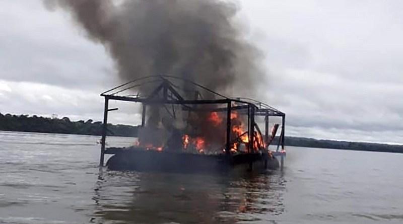 Rio-Ibama-destruição-embarcacção-maio-2020-divulgação-990x556