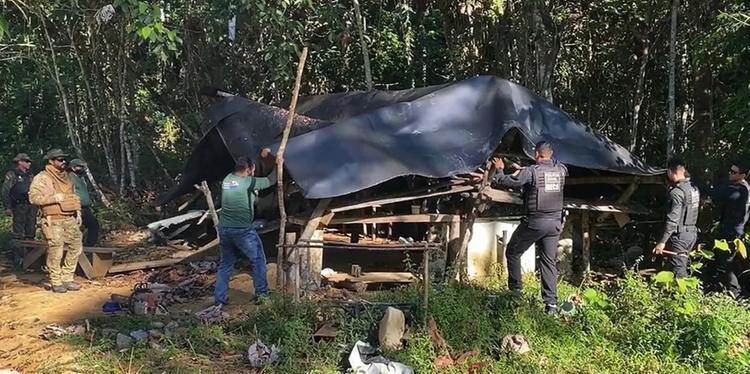 Um dos acampamentos destruídos pelos policiais e fiscais da Semas, na operação desta terça-feira (23) (Semas)
