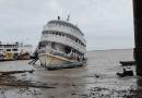 Embarcação com passageiros sofre avaria no casco e por pouco não vai a pique em Santarém