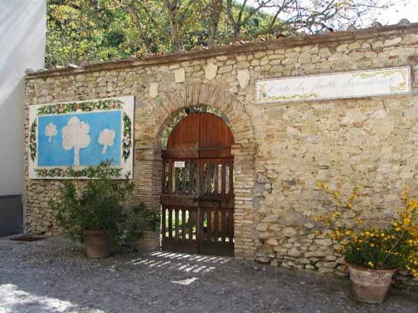 immagine tratta da http://www.toninoguerra.org/image/orto_ingresso.jpg