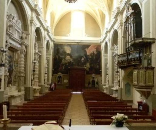 Casarano, Chiesa Maria SS. Annunziata, interno, part. navata e tela di O. Tiso (ph Maura Lucia Sorrone)
