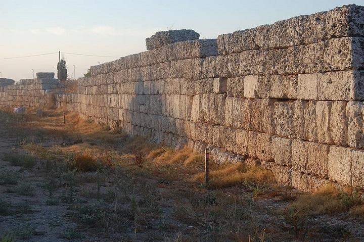 immagine tratta da http://it.wikipedia.org/wiki/File:Manduria-Mura_messapiche_08.JPG