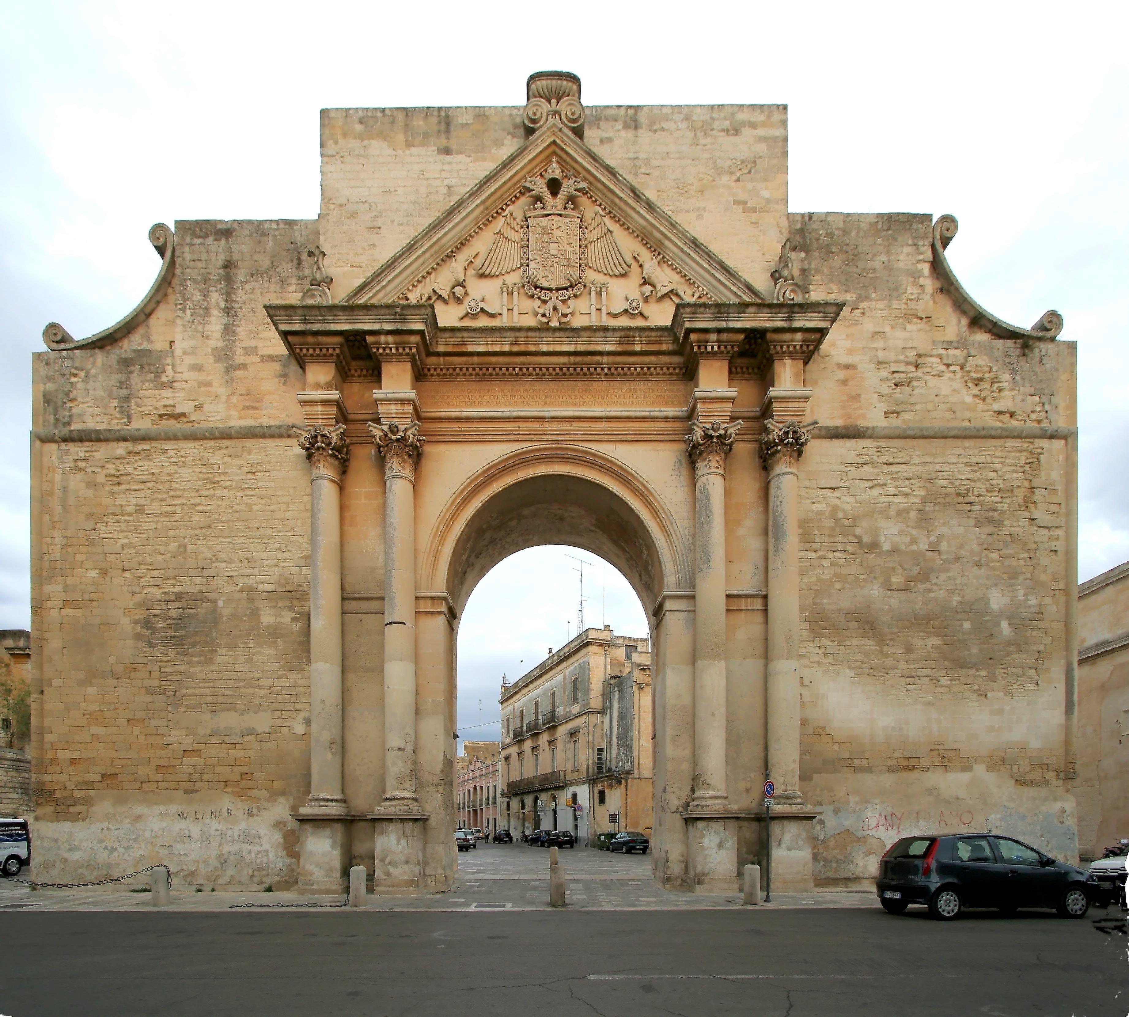 Lecce porta napoli ieri e oggi dentro e fuori - Foto di porte ...