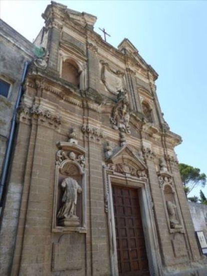 Fig. 1 - Oria, chiesa di S. Giovanni Battista, facciata