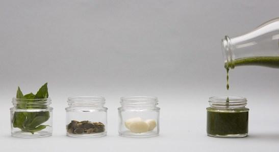 basil-pumpkin-seeds-garlic-sauce-small.JPG