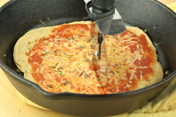 Easy Healthy Pan Pizza- 10 Minute. 175 Calories.