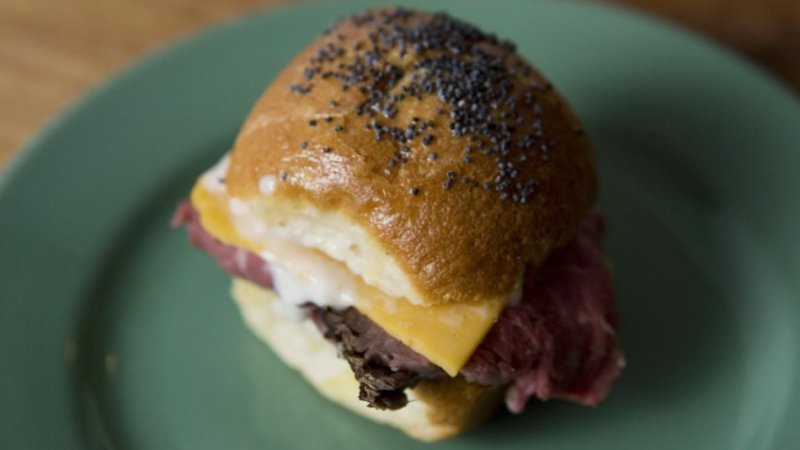 mini roast beef sliders
