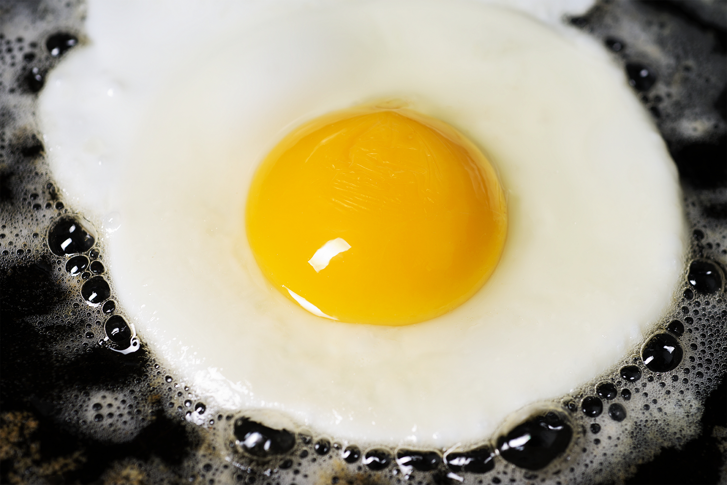 How to fry eggs