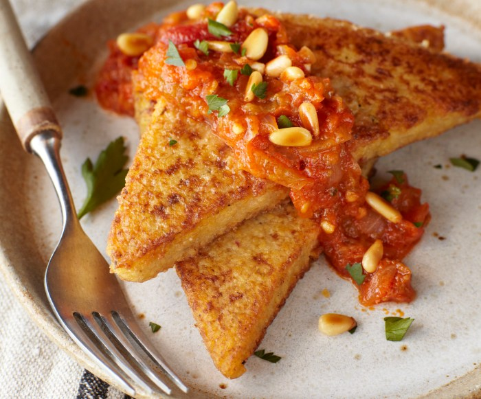 Seared Polenta With Spicy Heirloom Tomato Sauce Recipe | Food Republic