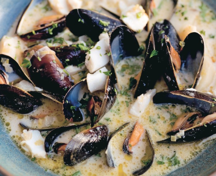 Qu b cois mussel chowder recipe food republic for Cocktail quebecois