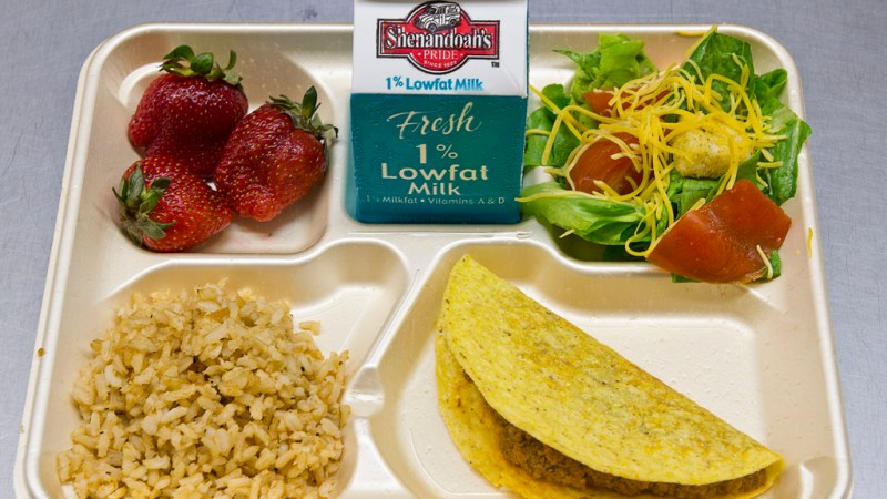Chicago students aren't satisfied with their lunch options. (Photo: dccentralkitchen/Flickr.)