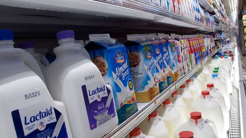 1200px-Milk_Aisle