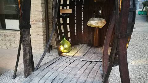This wine fountain is open to the public 24/7. (Photo: Dora Sarchese Vineyard/Facebook.)